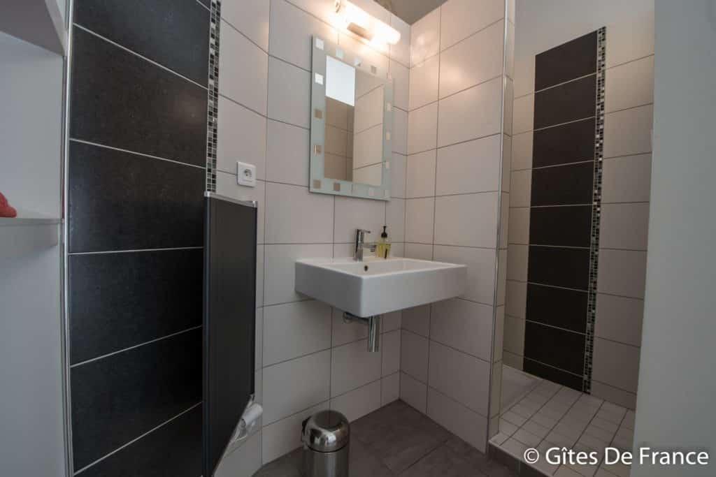 La salle de bain de la chambre Vitis de la Maison d'hôtes Altamica